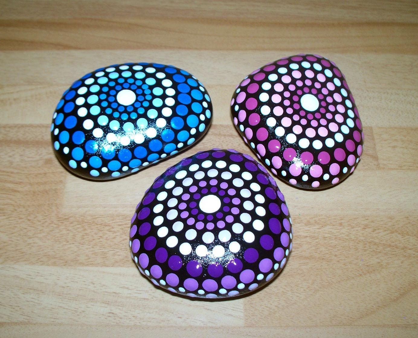 trio-of-hand-painted-pebbles-stones-home-decor