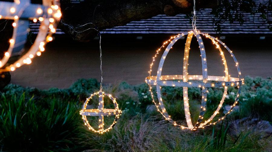 garden-holiday-lighting-starlit-globes-1215-xl
