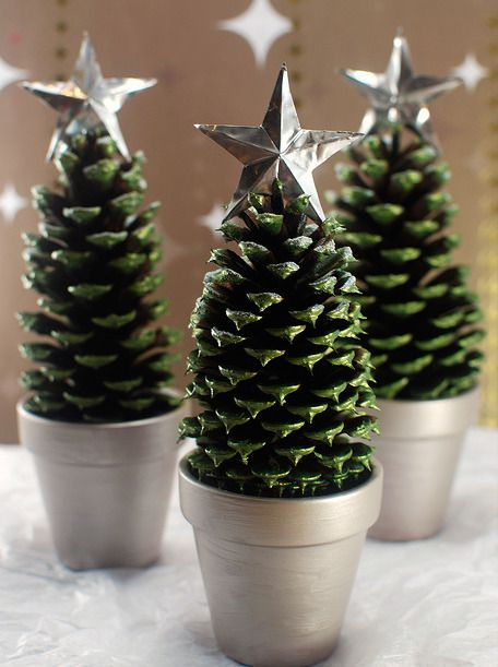 1476905761-holiday-decorating-ideas-pine-cone-trees