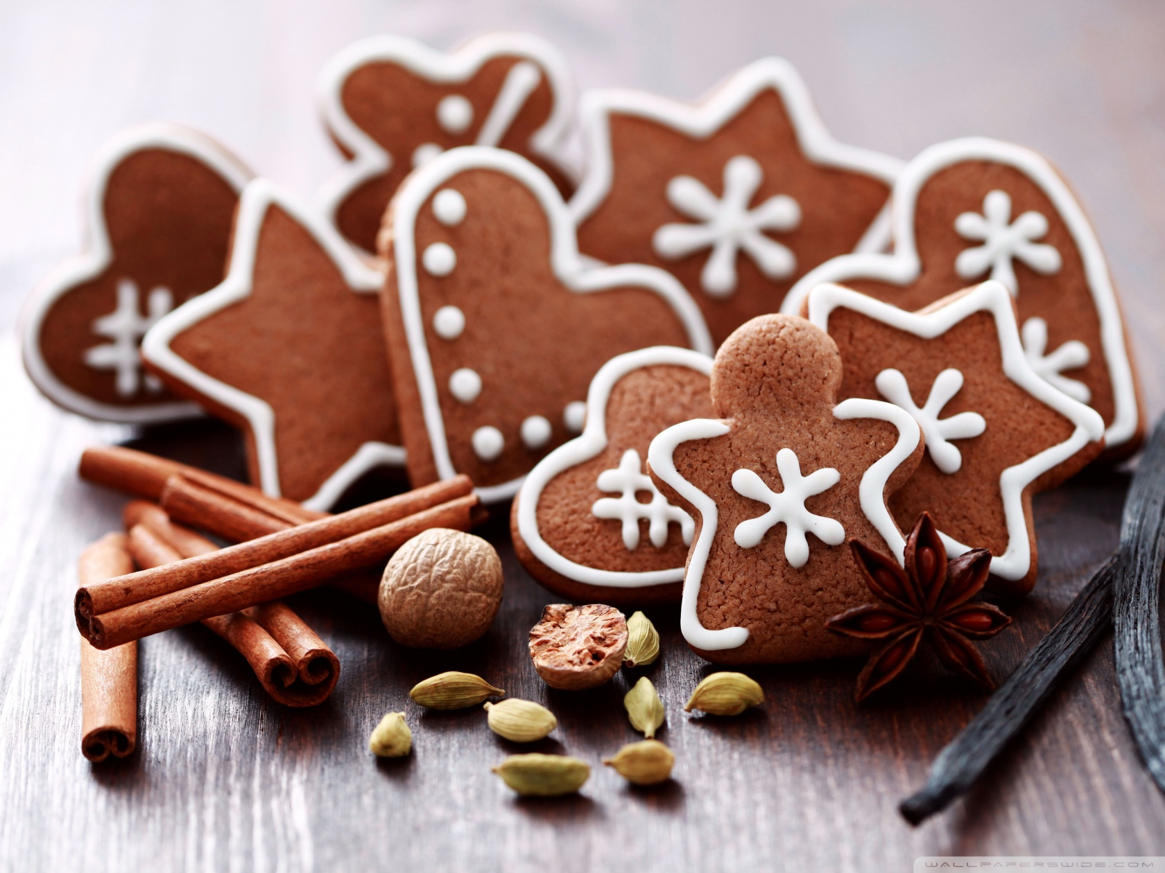 gingerbread_figures-wallpaper-1680x1260