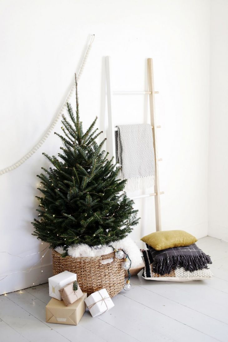 holiday-decor-small-space-01-1505772151