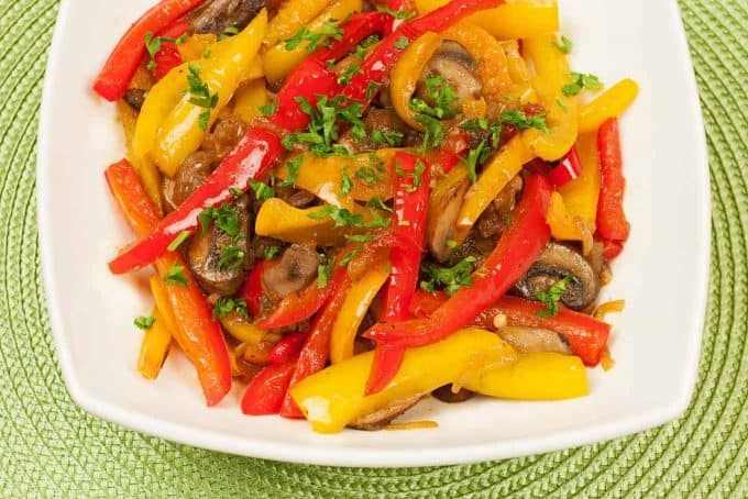 sweet-pepper-mushroom-onion-medley-680x454