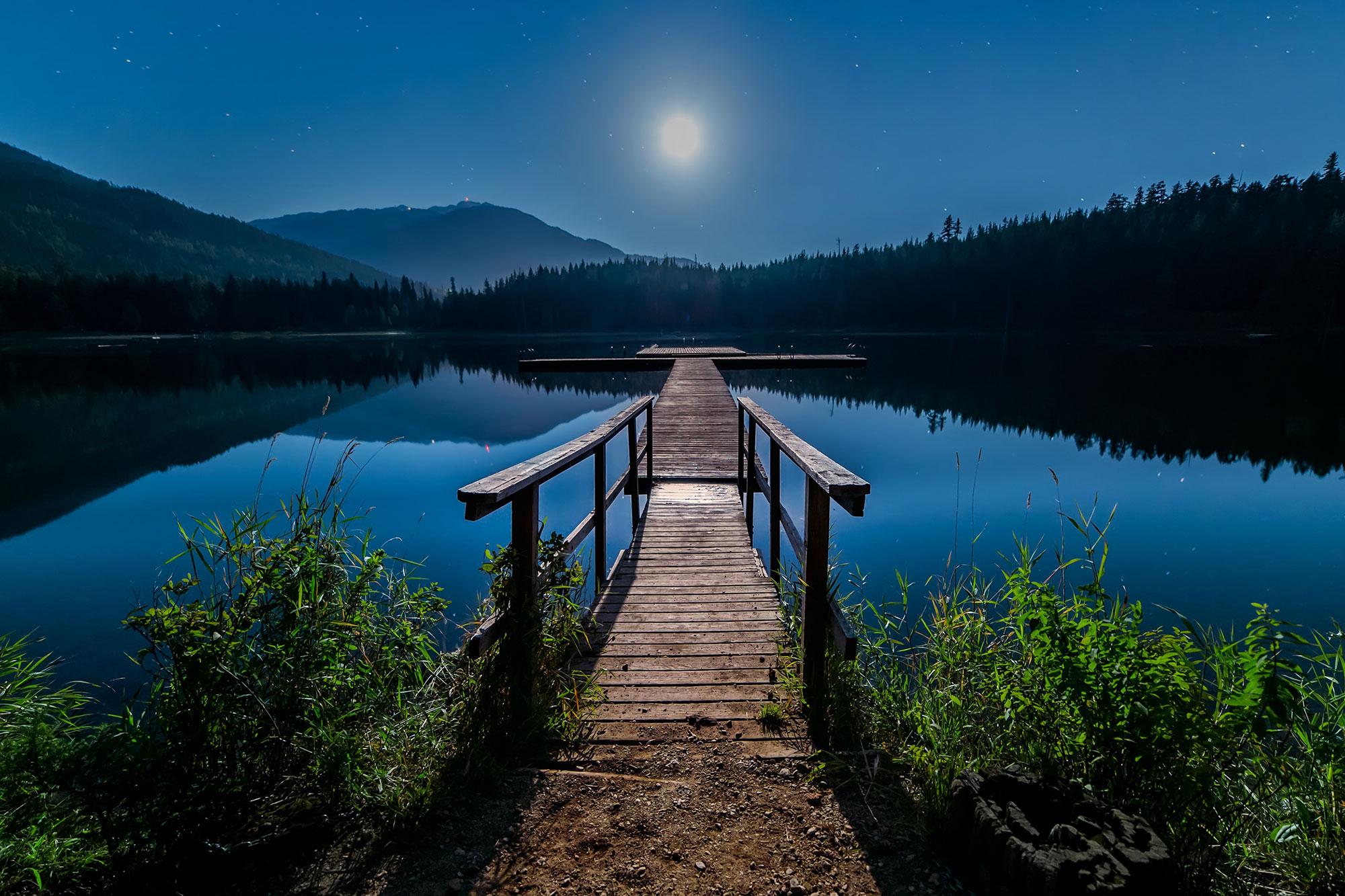 summer-moon-bg